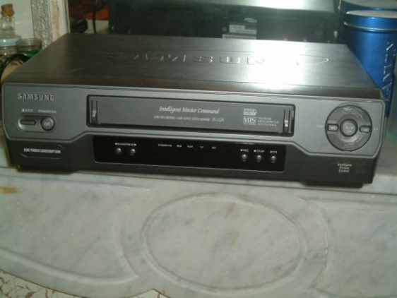 Lecteur de cassette SAMSUNG DVD IT DA en Player 380000 intrts bon tat 14H00